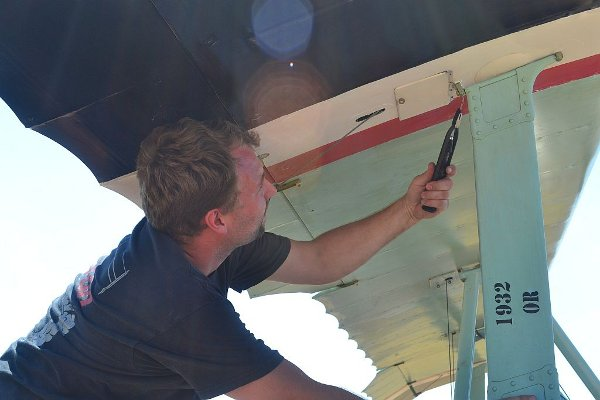 Correcting safety wiring on the Fokker Dr.I triplane